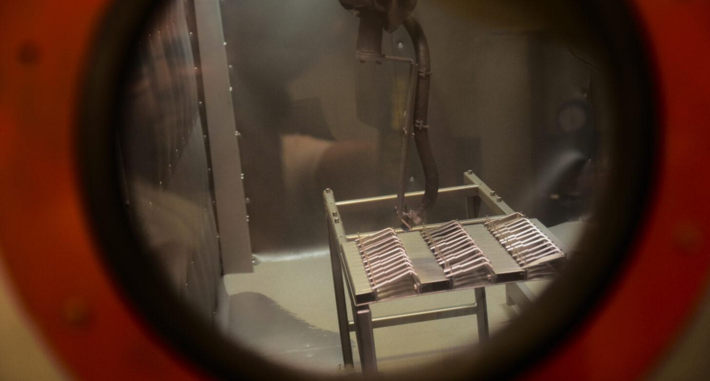 Proces śrutowania stali nierdzewnej